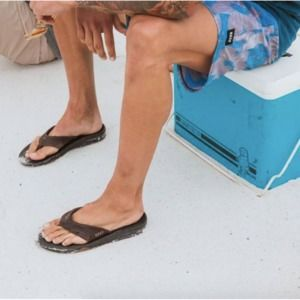NWT Reef Sz 11 Twinpin Vegan Leather Flip Flops